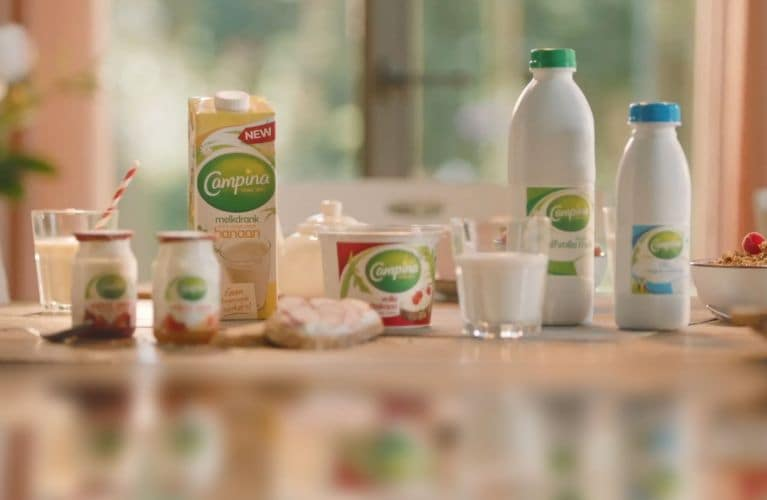 Campina producten op een ontbijttafel